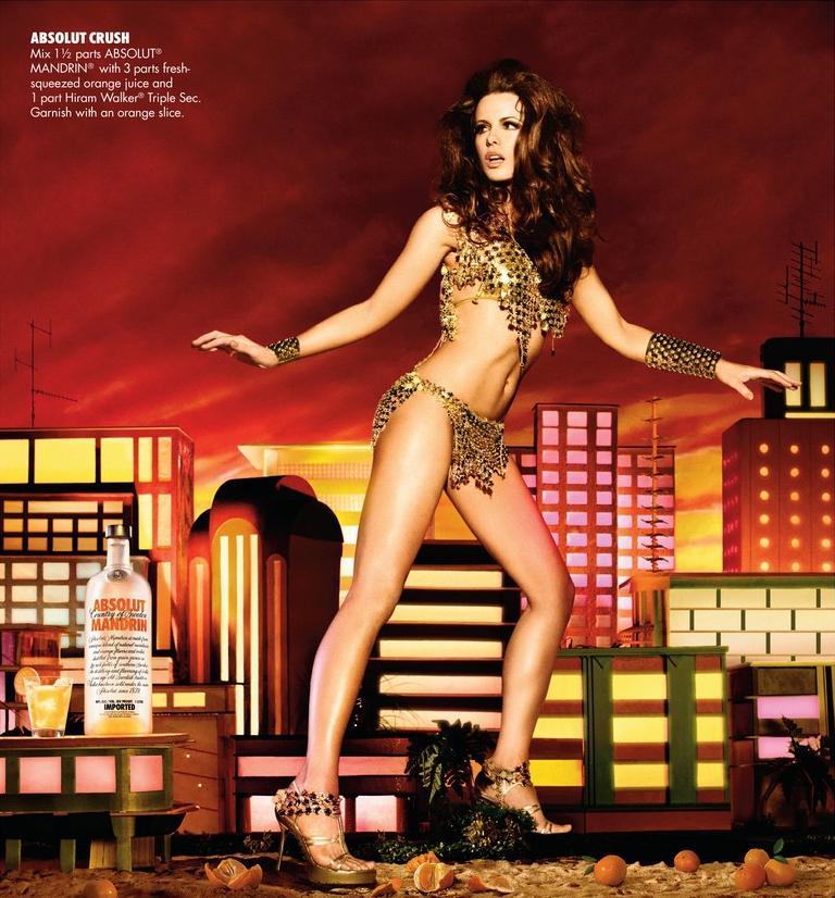 Кейт Бекинсейл (Kate Beckinsale) в рекламе ABSOLUT