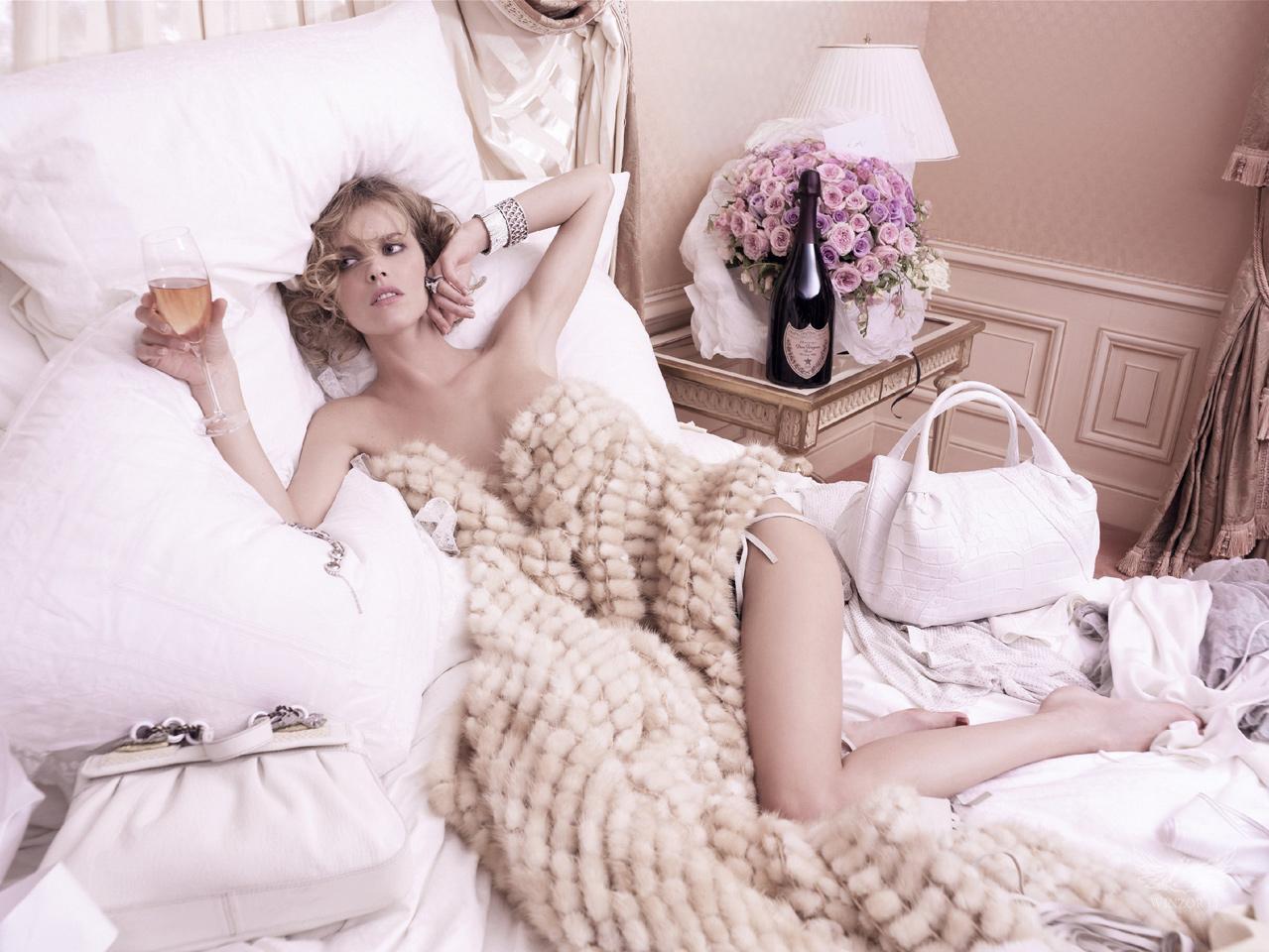 Ева Герцигова (Eva Herzigova) в рекламе Dom Perignon