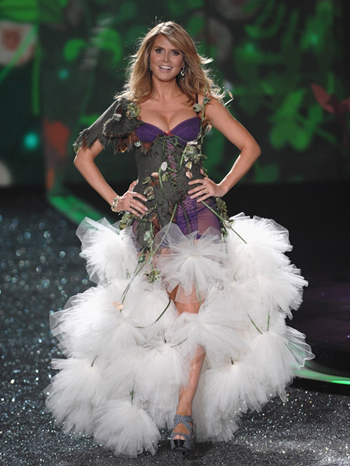 Хайди Клум (Heidi Klum) - Victoria's Secret Fashion Show 2009