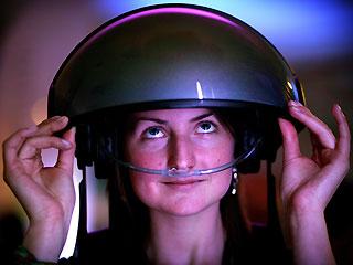 Шлем виртуальной реальности, передающий запахи
